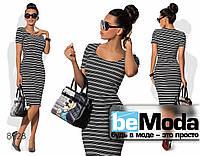 Эффектное женское платье средней длины в горизонтальную полоску  черно-белое