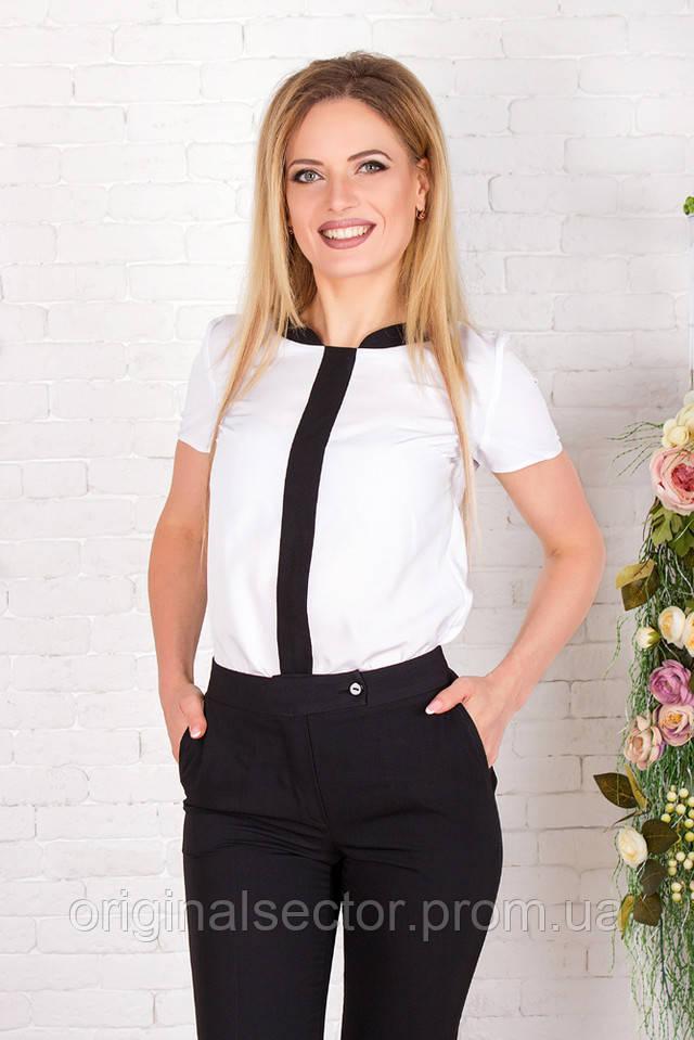 Черные брюки и белая блузка
