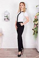 Классический женский костюм из черных брюк и белой блузки
