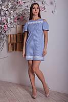 Стильное платье в полоску с оригинальными вырезами на спине и на плечиках
