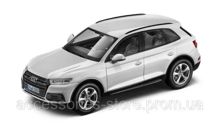 Модель автомобиля Audi Q5 Ibis white, Scale 1:43