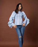 Стильная женская рубашка с воланами на рукавах в бело-синюю полоску