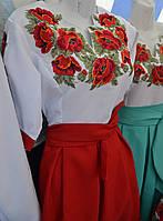 Жіноче вишиване плаття .