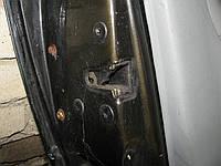 Замок передньої лівої двері (водійської) Renault Clio coupe