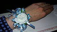 Свадебный цветок для свидетельницы на руку (цвет - голубой)
