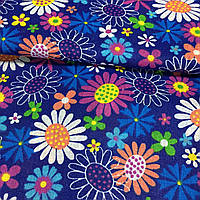Ткань с разноцветными ромашками на синем фоне, фото 1