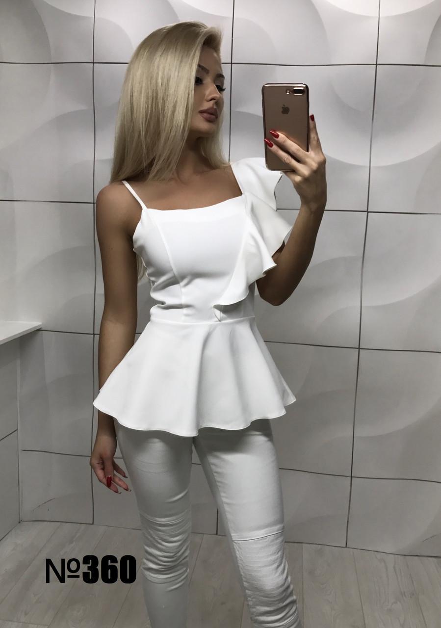 Блуза с рюшем белая