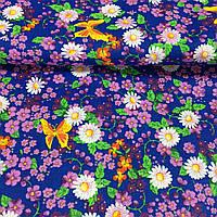 Ткань с бабочками, ромашками и сиреневыми цветочками на синем фоне, фото 1