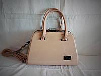Женская лаковая сумка Guecca светло-бежевого цвета