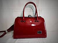 Женская лаковая сумка Guecca красного цвета