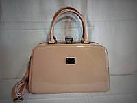 Женская лаковая сумка Guecca бежевого цвета