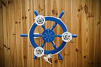 Люстра штурвал деревянная синяя на 3 лампочки в морском стиле