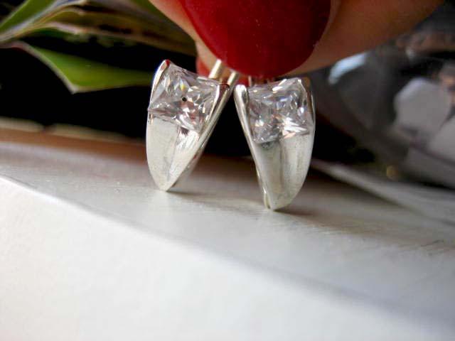 Изящные серебряные серьги Флирт