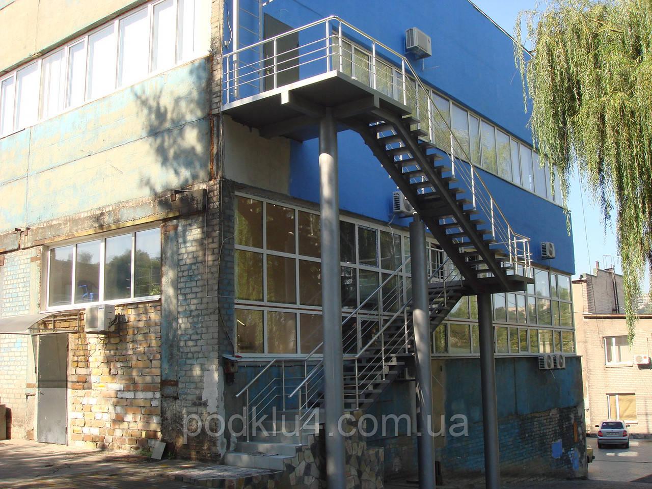 Лестницы на прямом косоуре больших размеров