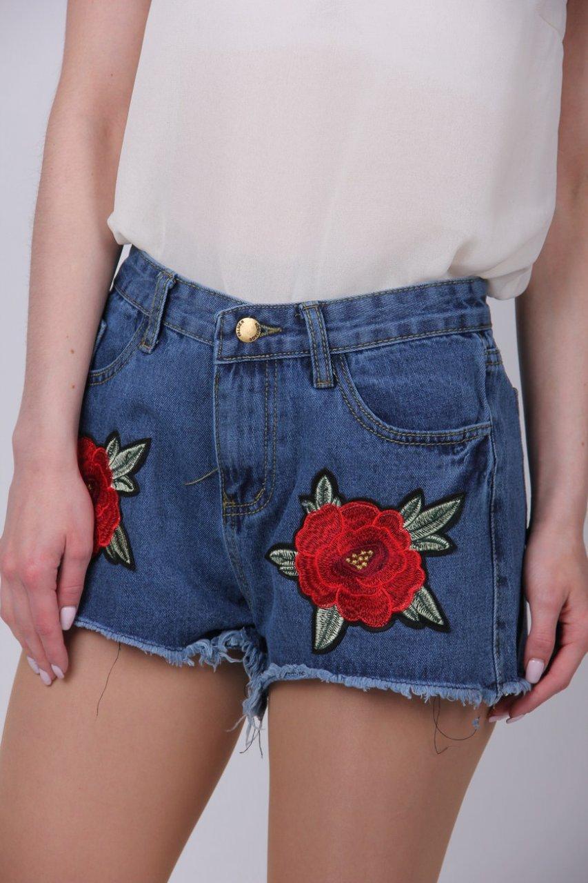 Молодежные джинсовые шорты с аппликацией цветы