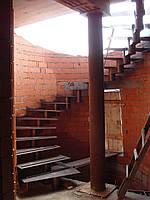 Лестницы на хребтовом косоуре