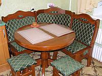 Кухонный мягкий уголок с круглым столом из дерева для кухни и гостиной