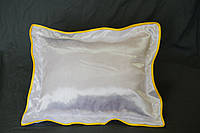 Подушка атласная 35×45 см., кайма желтая