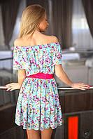 Коротенькое платье с оборкой на плечах и по низу
