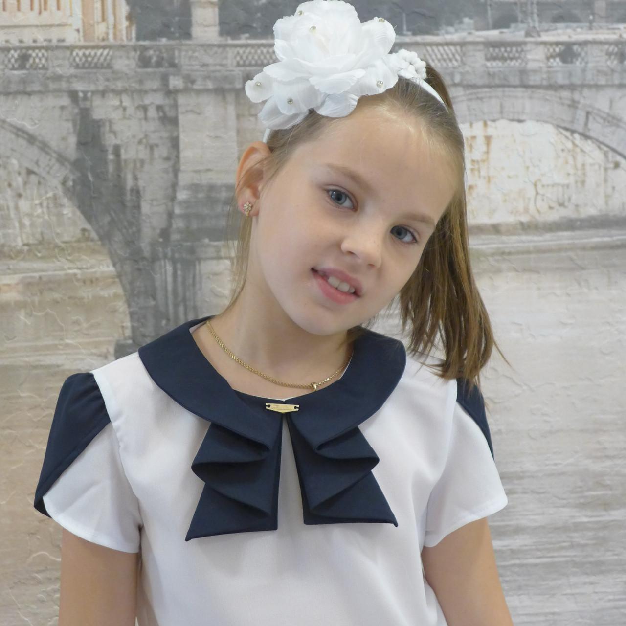 """Блузка для девочки """"Жабо""""(белая с синей отделкой)"""