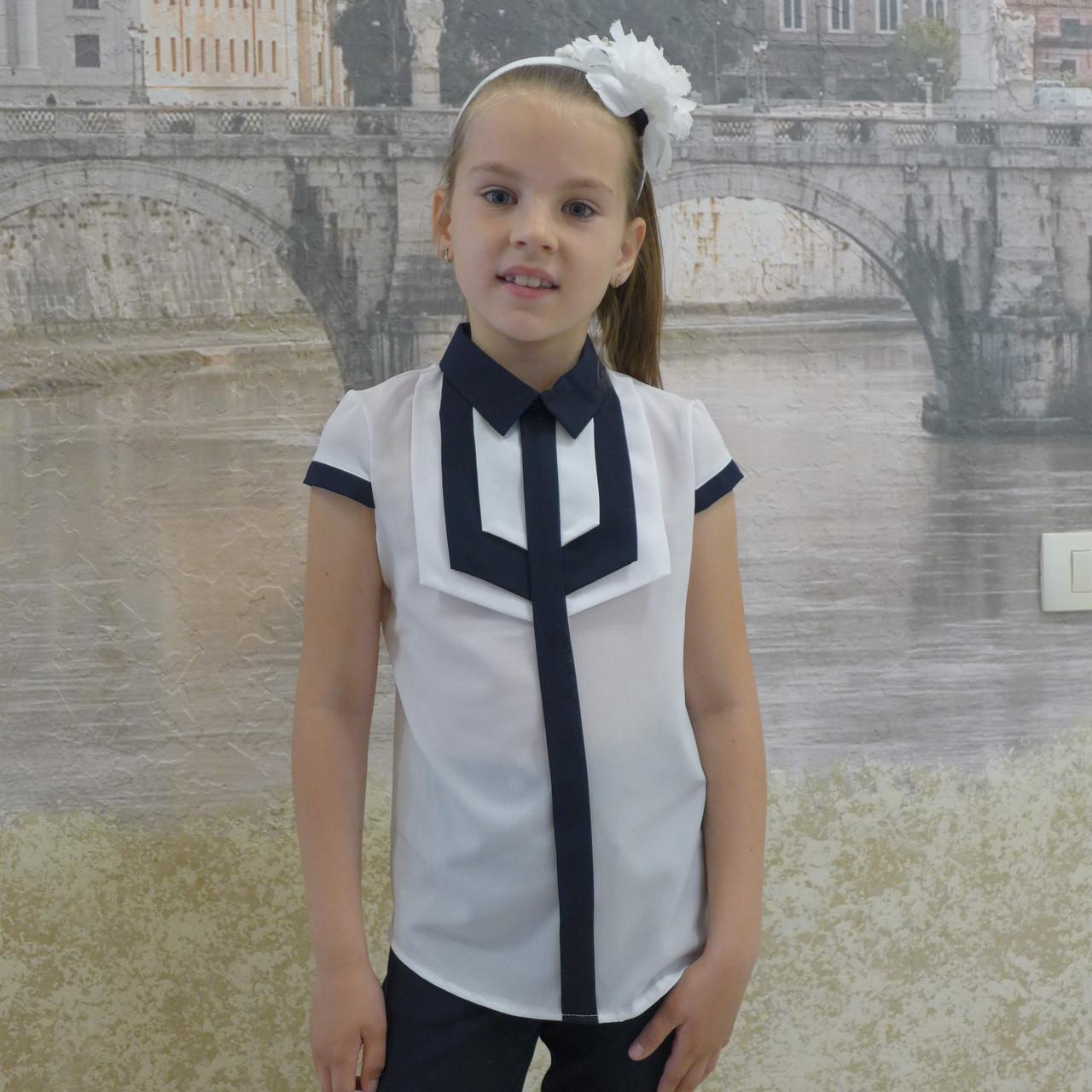 """Блузка для девочки """"Накладки""""(белая с синей отделкой) короткий рукавкой)"""