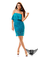 Платье по колено с гипюром и открытыми плечами