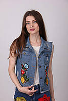 Джинсовая женская жилетка с вышивкой