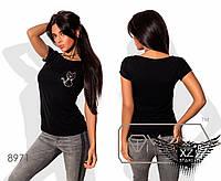 Женская футболка с принтом кошечки на груди