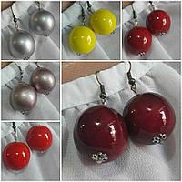 Женские круглые серьги темно красного цвета, d бусин 2 см, 20/12 (цена за 1шт. +8 грн)