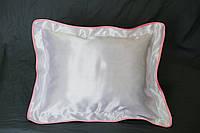 Подушка атласная 35×45 см., кайма розовая