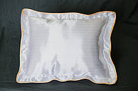 Подушка атласная 35×45 см., кайма персиковая