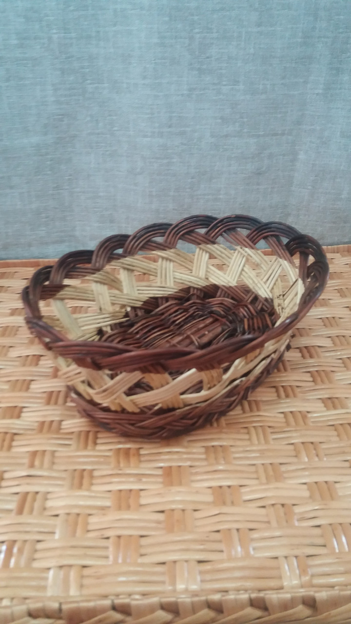 Красивая хлебничка плетеная из лозы