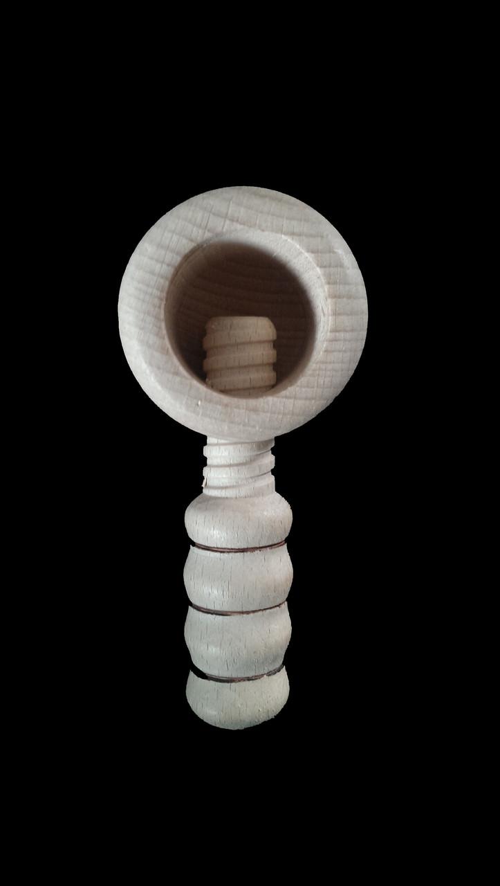 Орехокол деревянный в виде молоточка