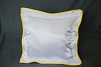 Подушка атласная 35×35 см., кайма желтая