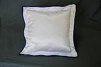 Подушка атласная 35×35 см., кайма синяя