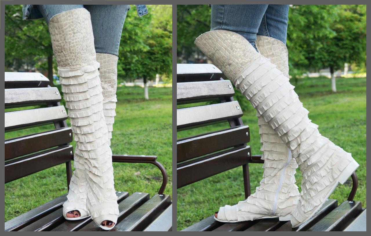 Женские стильные сапожки-ботфорты с рюшами