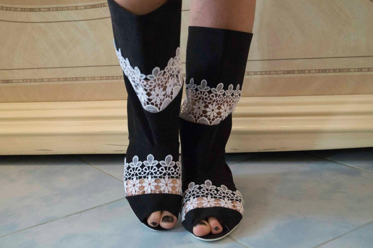 Женские велюровые черные сапожки с открытым носком