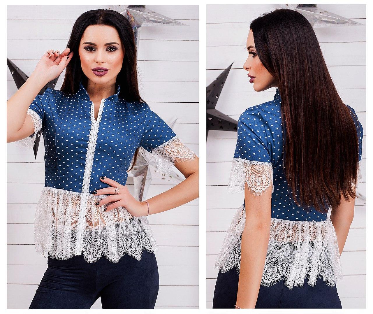 Приталенная блуза, декорирована принтом, кружевом и перфорированной змейкой.
