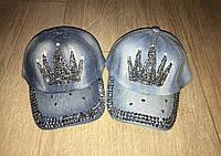 Джинсовые кепки с короной из страз
