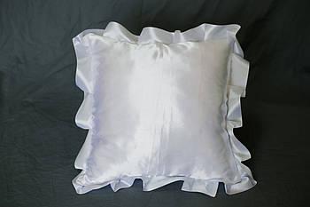Подушка атласна квадрат, рюш білий