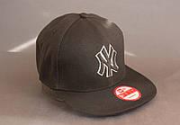 Бейсболка черная со значком NY