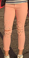 Модные короткие женские зауженные джинсы персикового цвета с камнями и бусинками, дырками на коленях