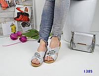 Женские сандалии, подошва 2 см, обувной текстиль, серебристые / сандалии женские с камнями, стильные
