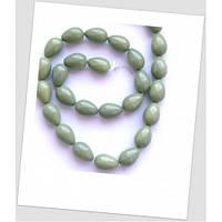 Бусина стеклянная в форме капли, цвет оливковый 15х6 мм.