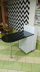 Манікюрний стіл зі скляною стільницею