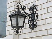 Уличный кованый фонарь
