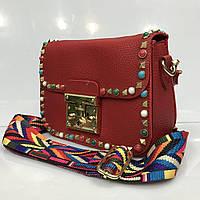 Cумка клатч 2159 женская красная с плечевым ремнем радужного цвета и заклепками