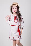 Вышитое платье для девочки с красным орнаментом