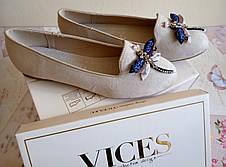 Бежевые женские балетки-слиперы украшены Стрекозой от Vices, фото 3