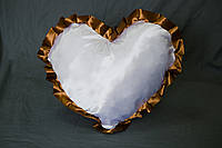 Подушка атласная сердце, рюш коричневый